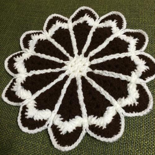 アクリル毛糸のマーガレットの円座に挑戦!初めて手作りするざぶとん