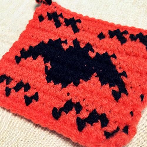ハロウィンのアクリルたわしの編み図 編み込み模様のこうもりモチーフ