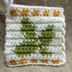 アクリルたわし 葉っぱ 編み込み模様