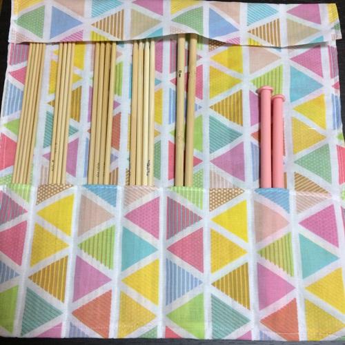 手ぬぐいで棒針ケースを手作り 縫うだけで簡単な編み棒の収納ケース