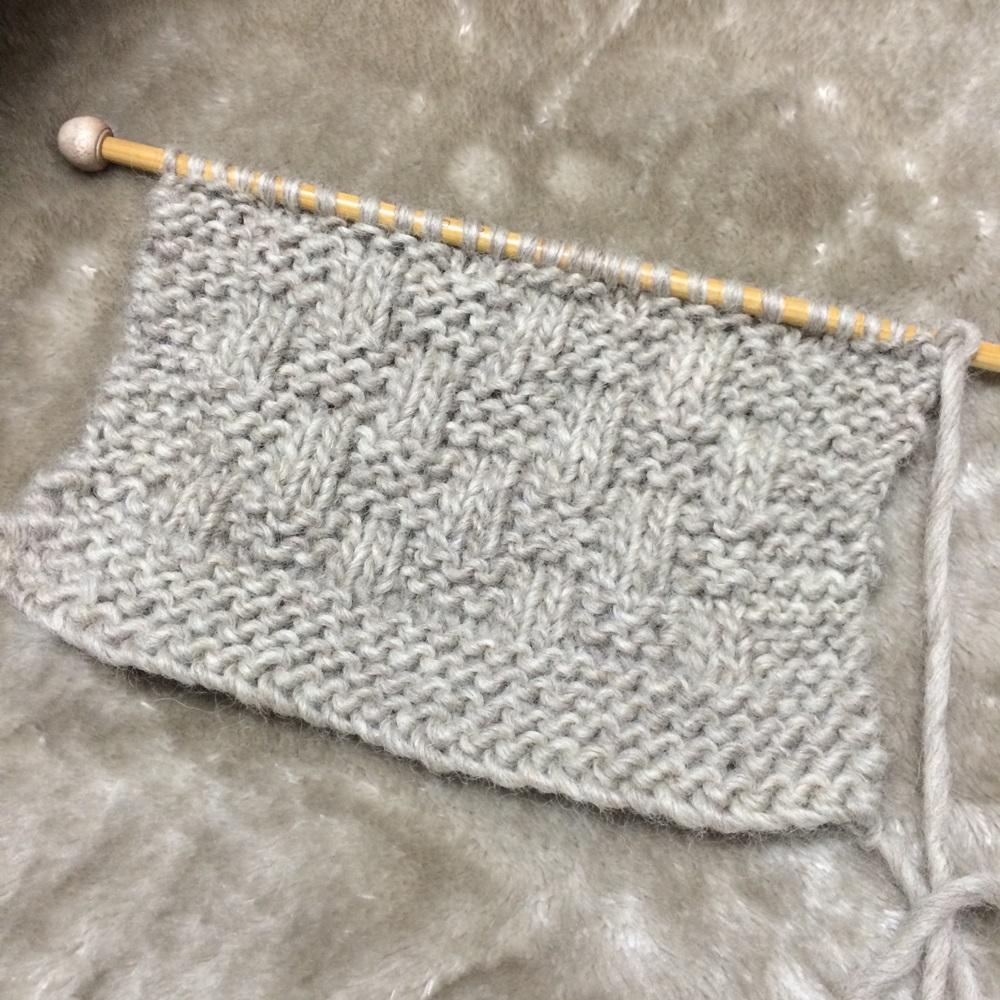 簡単な手編みのマフラーのキットを編む メンズも使えそう【棒針編み】