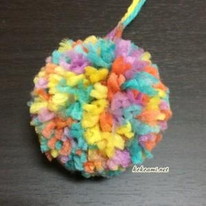 ポンポン 毛糸 ポンポンメーカー セリア 100均 カラフル 作り方 巻き方