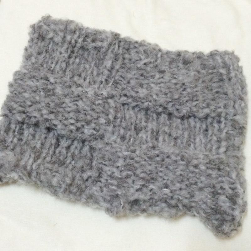 ダルマのビックボールミスト1玉で編む棒針編みのネックウォーマーのキットが完成