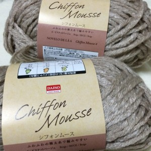 ダイソー 毛糸 シフォンムース アクリル 冬糸 極太 100均 100円ショップ チクチクしない