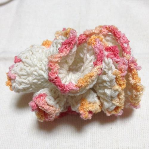 春夏ハンドメイドのシュシュ かぎ針編みで作る毛糸の編みシュシュ