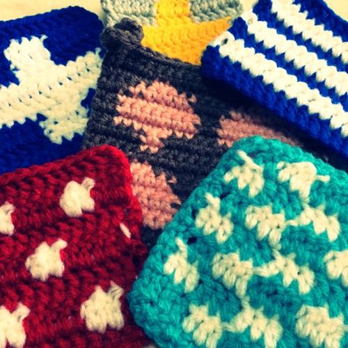 かぎ針編みの編み込み模様の編み方 渡り糸を編みくるむ方法