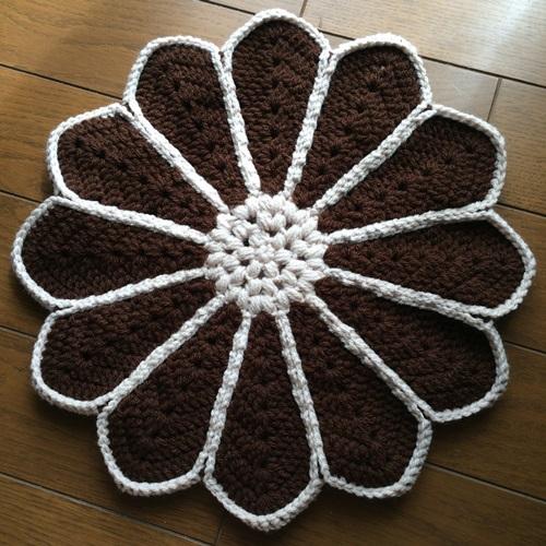 敬老の日に手作りのプレゼント ハンドメイドの手編みの座布団が完成