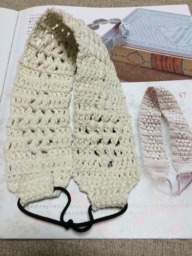 かぎ針編みで幅広のヘアバンド レースの髪飾りの本の編み図から