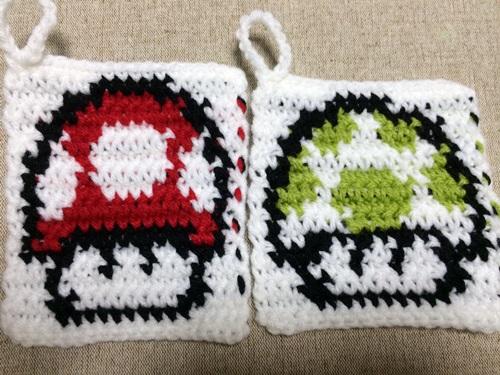 かぎ針編みの編み込み模様のアクリルたわし【キャラ】マリオのキノコ