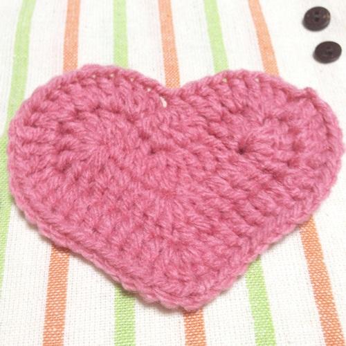 無料の編み図でバレンタインにぴったりなハートのアクリルたわし